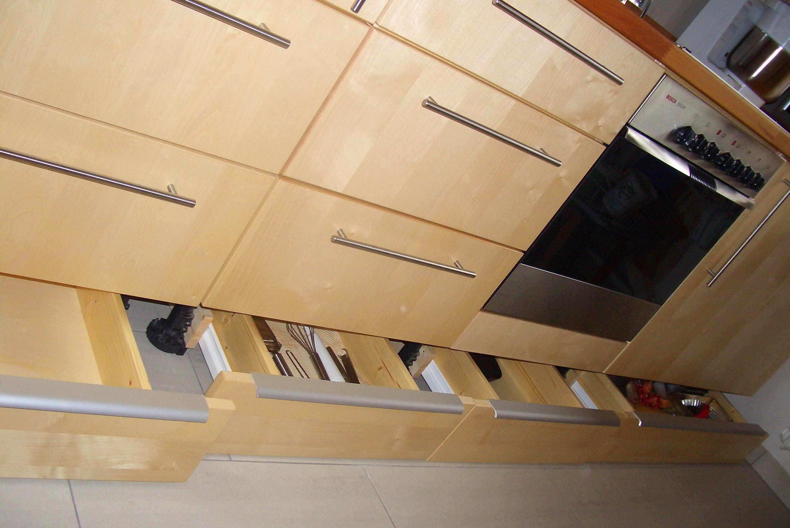 k che fu leiste swalif. Black Bedroom Furniture Sets. Home Design Ideas